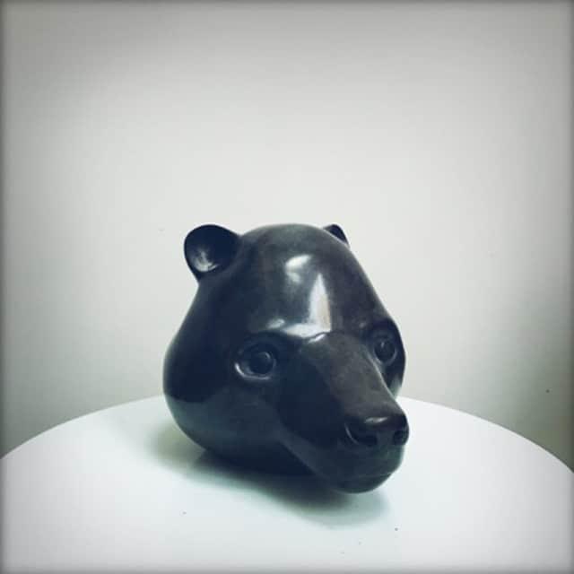 Tête d'ours Sculpture en bronze ©Denis Polge