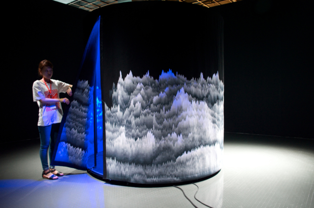 Panoramique Polyphonique, 2011 Tapisserie d'Aubusson, 810 x 220 cm Grand Prix de la Cité Internationale ©Cécile Le Talec