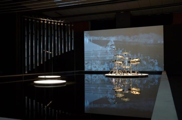 05-Cécile-Le-TALEC,-Clavier,-série-Chorus,-2014,-vidéo-noir-et-blanc-muette-en-boucle-vidéo-projecteur