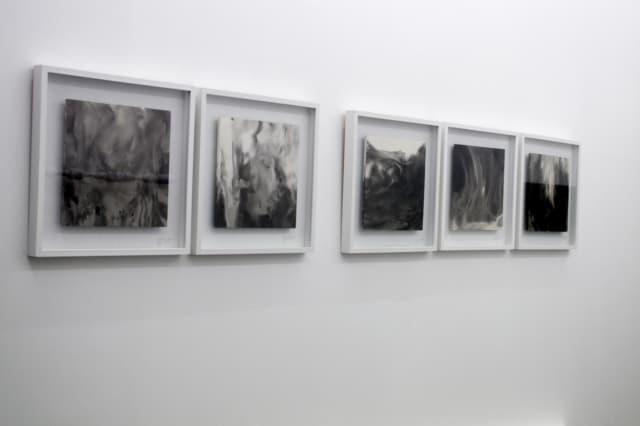Paroles liquides, 2014 Stuc marbre noir & blanc ©Cécile Le Talec