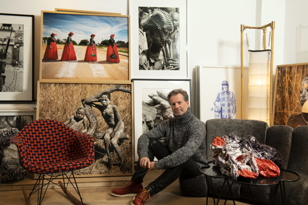 Olivier Castaing photographié par Stephan Gladieu dans le showroom de la galerie, décembre 2020 ©Stephan Gladieu