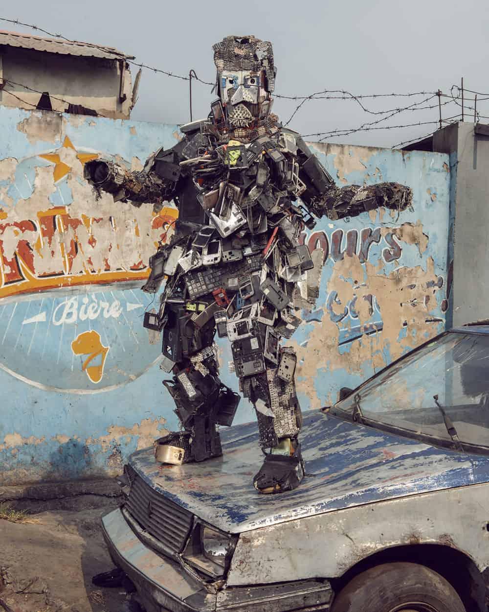 Untitled #19, 2020 Homo Detritus, Real Portraitik #5 Kinshasa, RDC ©Stephan Gladieu