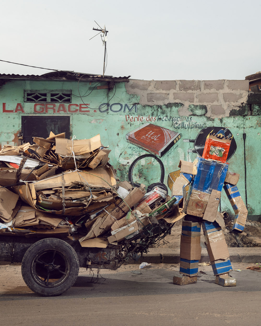 Untitled #20, 2020 Homo Detritus, Real Portraitik #5 Kinshasa, RDC ©Stephan Gladieu