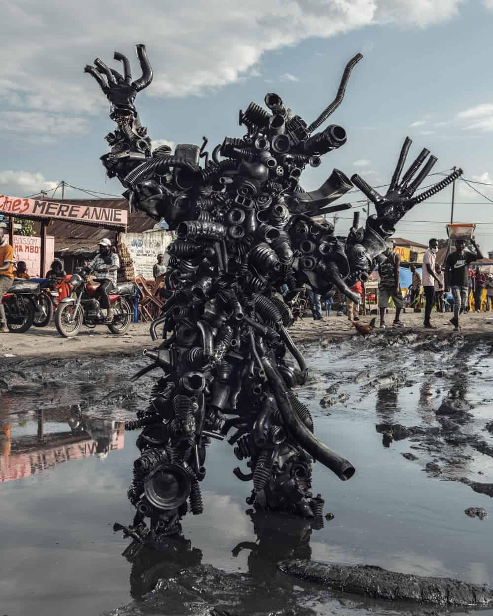 Untitled #9, 2020 Homo Detritus, Real Portraitik #5 Kinshasa, RDC ©Stephan Gladieu