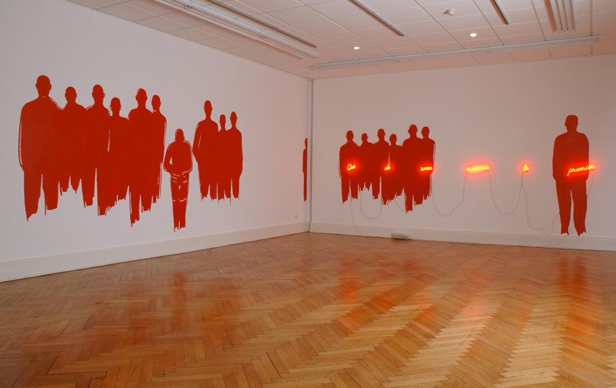 Qui de nous mourra le premier, 2006 Silhouettes peintes, néon Dimensions variables ©Naji Kamouche