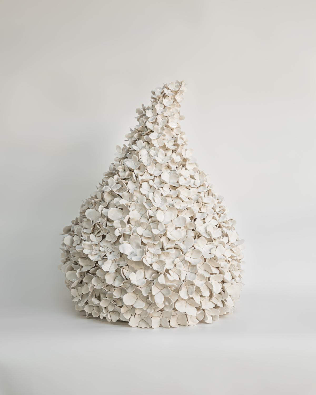 Hortensias d'été I, 2021 Porcelaine émaillée 35 x 35 x 45 cm, VB-2105 ©Virginie Boudsocq
