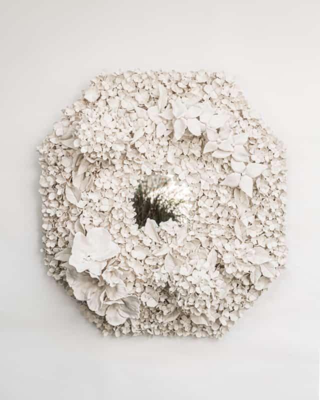 Hortensias d'été III, 2021 Porcelaine émaillée 66 x 66 cm, VB-2107 ©Virginie Boudsocq