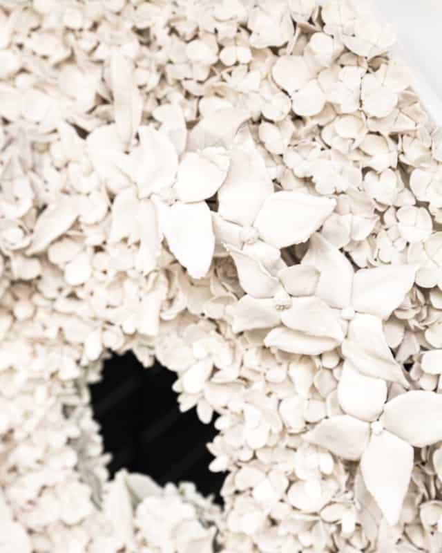 Hortensias d'été III, 2021 (détails) Porcelaine émaillée 66 x 66 cm, VB-2107 ©Virginie Boudsocq