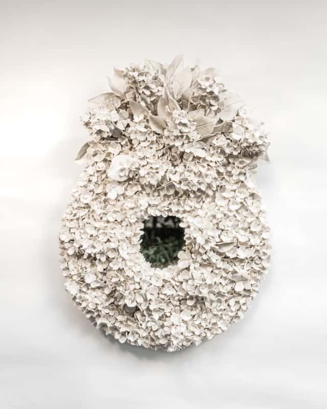 Hortensias d'été IV, 2021 Porcelaine émaillée 50 x 70 cm, VB-2108 ©Virginie Boudsocq