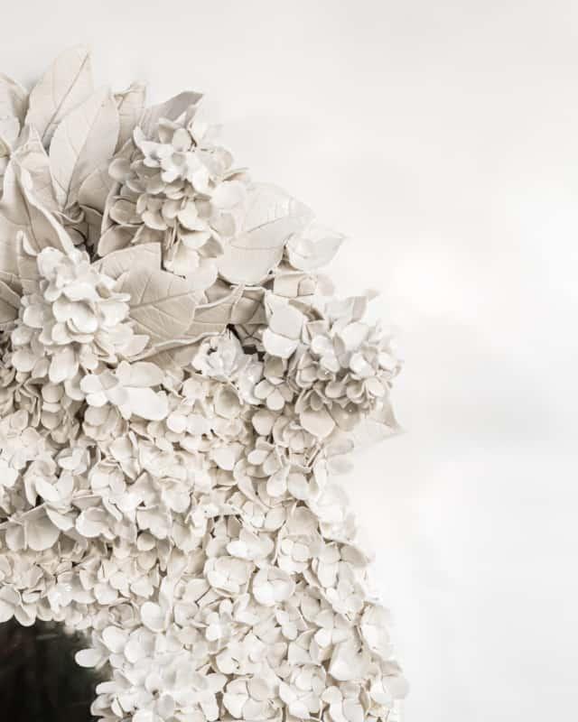 Hortensias d'été IV, 2021 (détails) Porcelaine émaillée 50 x 70 cm, VB-2108 ©Virginie Boudsocq