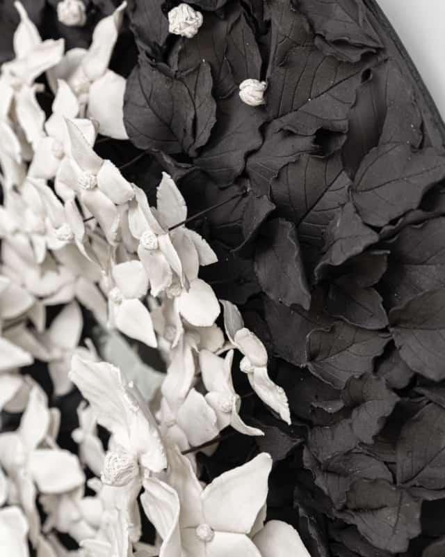 Cornus, 2021 (détails) Porcelaine émaillée Diam 70 cm, VB-2109 ©Virginie Boudsocq