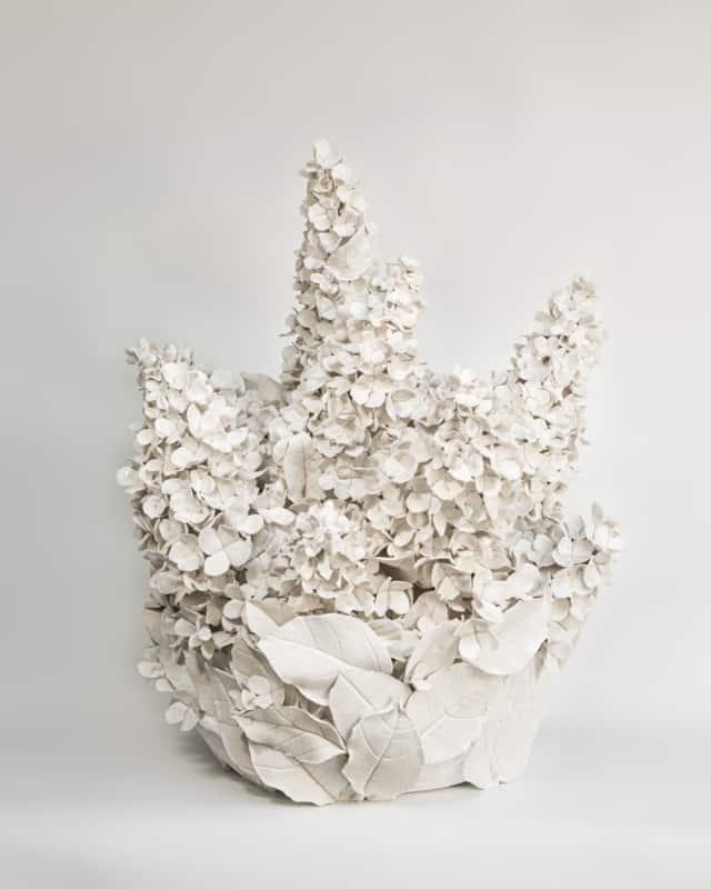 Hortensias d'été II, 2021 Porcelaine émaillée 45 x 58 cm, VB-2106 ©Virginie Boudsocq