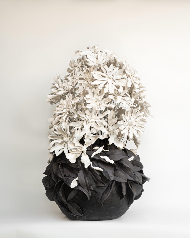 Stellatas, 2021 Porcelaine émaillée 42 x 42 x 70 cm, VB-2110 ©Virginie Boudsocq