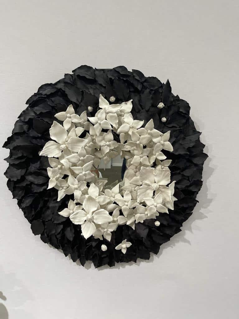 Cornus, 2021 Porcelaine émaillée, diam 70 cm ©Virginie Boudsocq Art Paris Art Fair 2021, Grand Palais Éphémère, Paris 9 > 12 septembre 2021