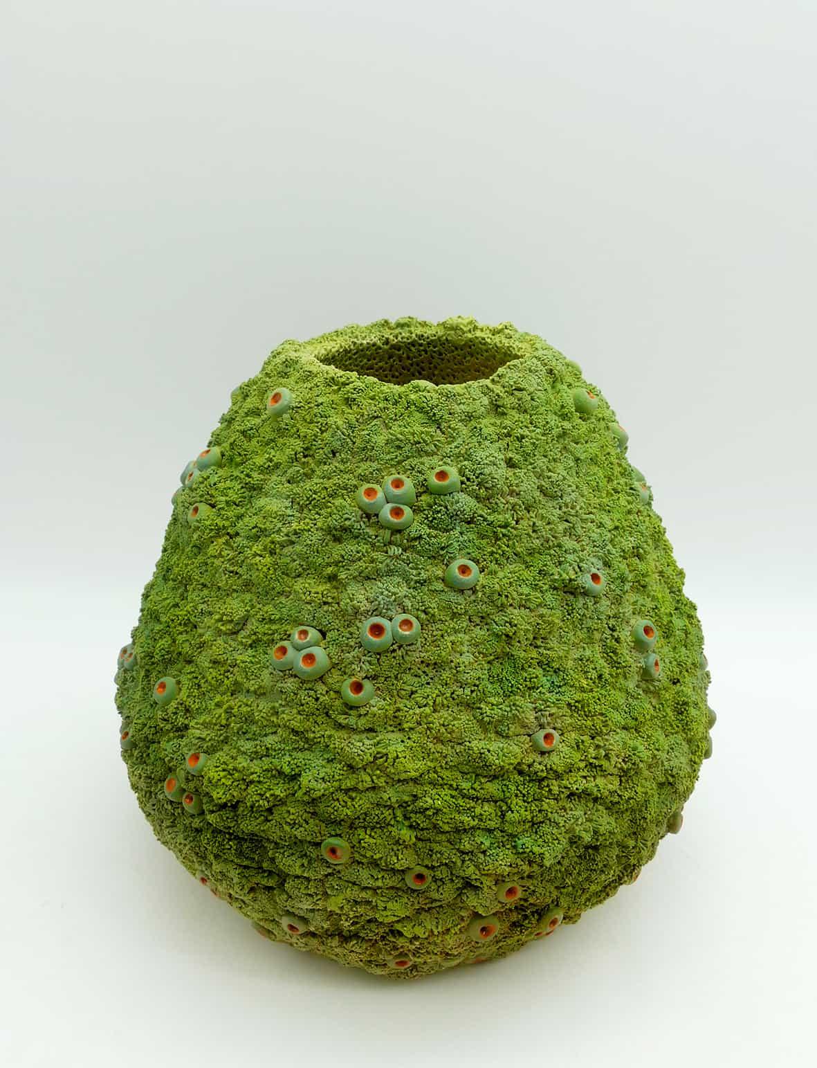 Vase mousse, 2021 Grès, engobe couleurs L 22 x H 20 cm, MP-2110 ©Muriel Persil